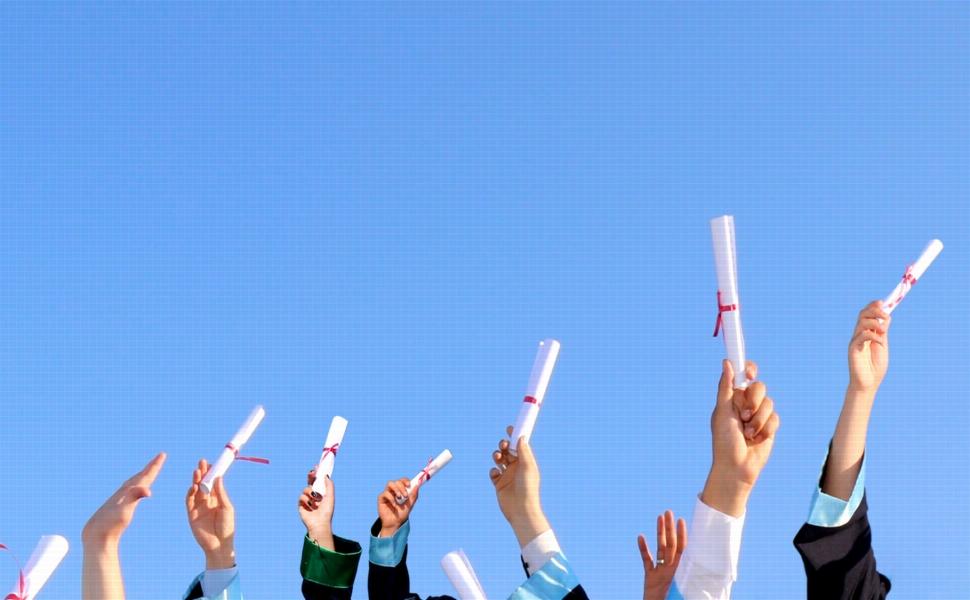 卒業する先輩への思い出に残るメッセージの書き方