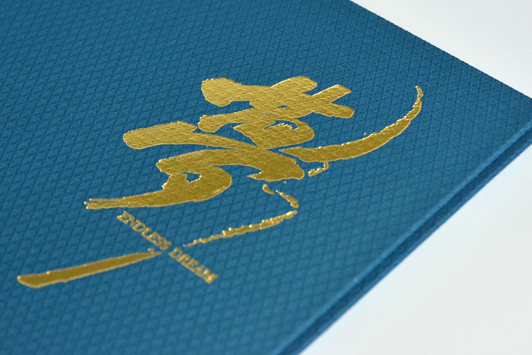 箔押しは金箔と銀箔から選べ、オリジナルのデザインも対応できます。